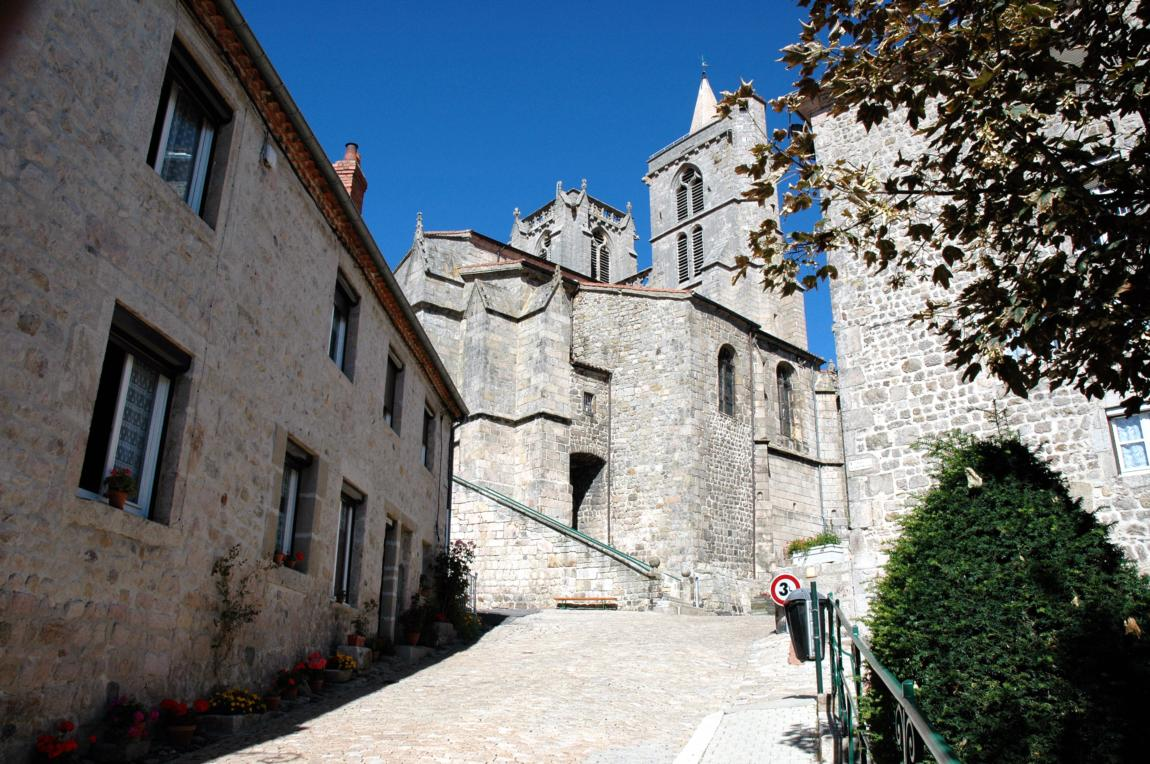Tourism translation for the St Bonnet le Château tourism office