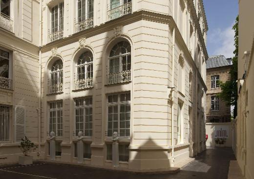 French English museum translation